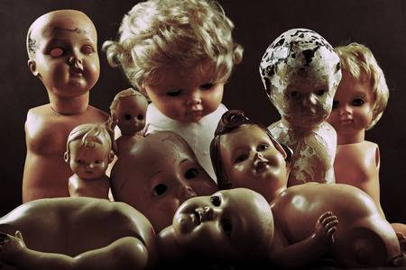 39250691-creepy-dolls
